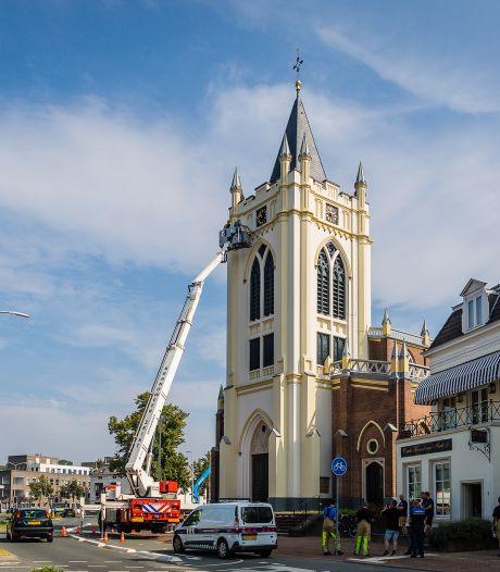 Oude Kerk in Zeist brokkelt af: stukken steen vallen naar beneden