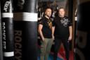 Faldir Chahbari en zakenpartner Ivo Sueters. In hun boksschool Rocky Fit helpen ze kinderen om weerbaarder te worden.