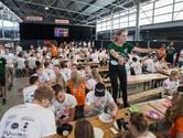Introweek op de kunstijsbaan Breda: 'Nieuwe school kan awkward zijn, maar nu ken je elkaar al'