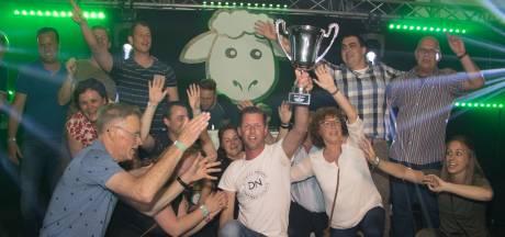 'Vrienden van de jury' wint de eerste Haorense Durpskwis