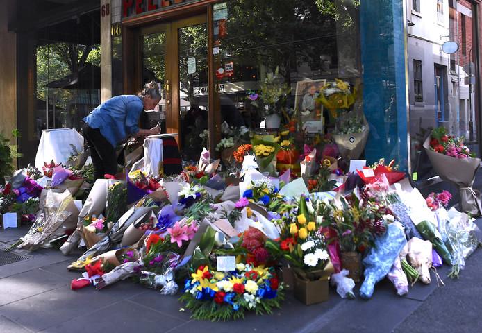 Bloemen voor Sisto Malaspina (74), het dodelijke slachtoffer van de aanval.
