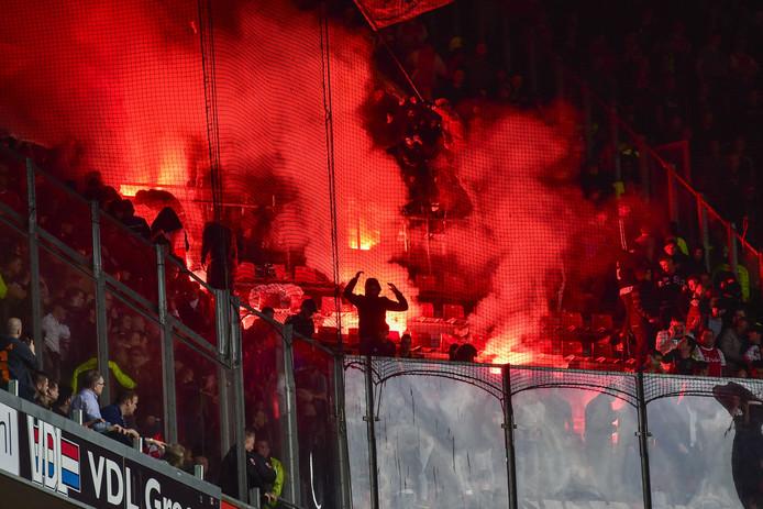 Vuurwerk bij PSV Ajax vorig jaar.