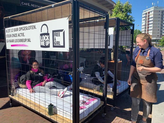 'Lock me up - free a girl' op het Velperplein in Arnhem.