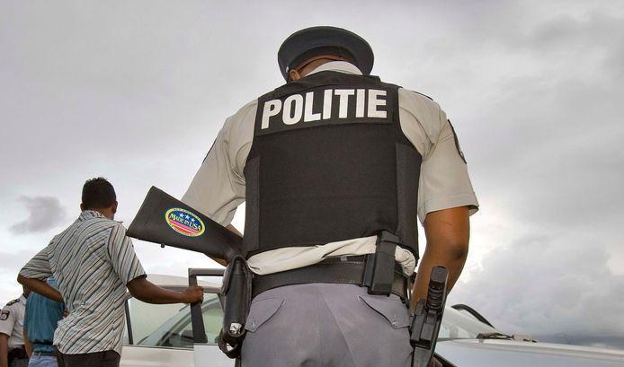 Een Surinaamse politieagent. Foto ter illustratie.
