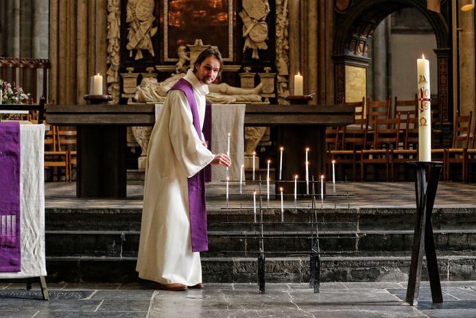 28-03-2020:  Utrecht : Predikant Wim Roskam in de Domkerk. Foto: Ruud Voest