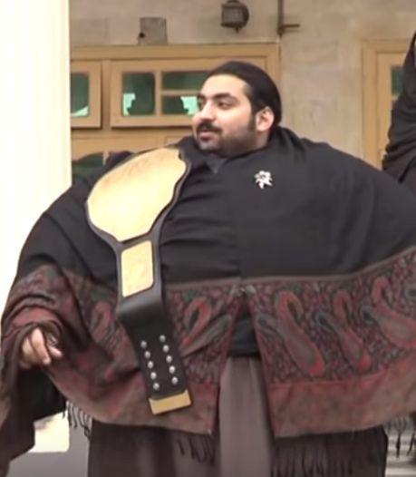 Gewichtheffer van 444 kilo zoekt droomvrouw: 'Graag fors gebouwd anders verpletter ik haar'