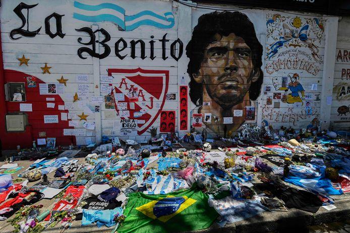Bloemen voor Maradona in Buenos Aires.