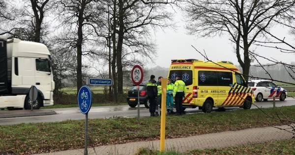 Voetganger in Aalten gewond door aanrijding met vrachtwagen.