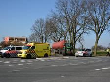 Auto botst op fietser in Nunspeet