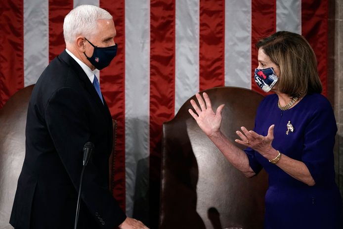 Mike Pence en Nancy Pelosi in het Capitool vorige week, na de bestorming.