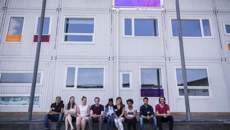 Jongeren bij Startblok Riekerhaven, waar ook jongeren en statushouders wonen. Beeld Rink Hof