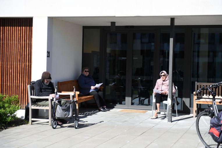 De bewoners van Wijgmaalbroek genieten van het middagconcert