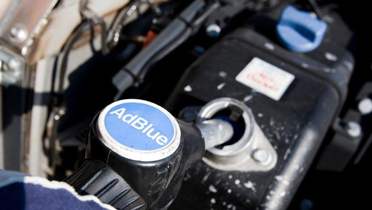 Adblue wordt aan brandstof toegevoegd. Beeld anp