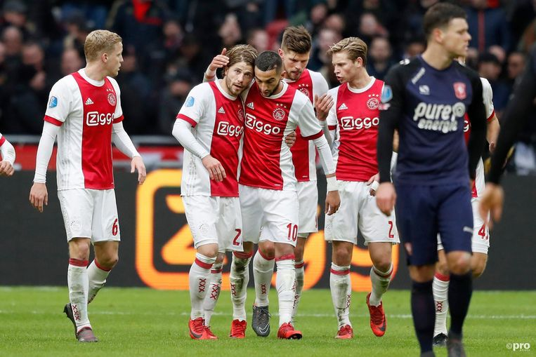 Lasse Schone benutte een penalty voor Ajax. Beeld Proshots