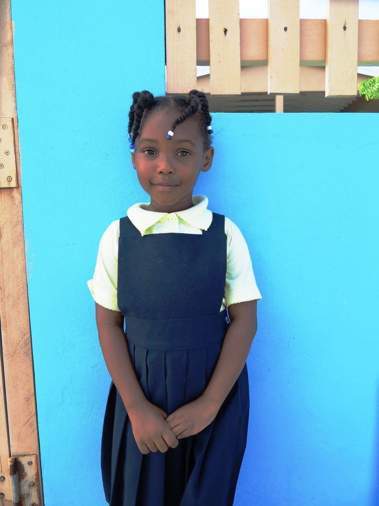 Schoolmeisje op Anegada Beeld Noël van Bemmel
