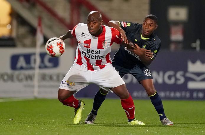 Danzell Gravenberch (links) keert terug bij FC Dordrecht.