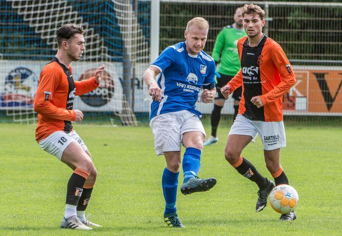 Voetbal: Bekerwedstrijd tussen Olympia'18 Boxmeer en Venlosche-Boys uit Venlo.