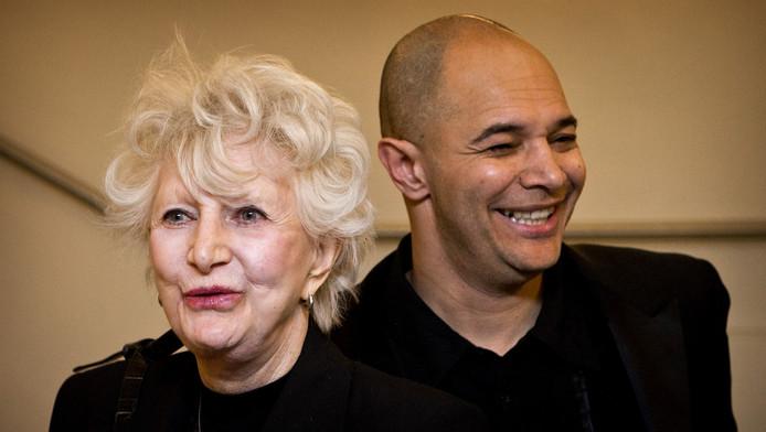 Adèle met haar zoon John Jones.