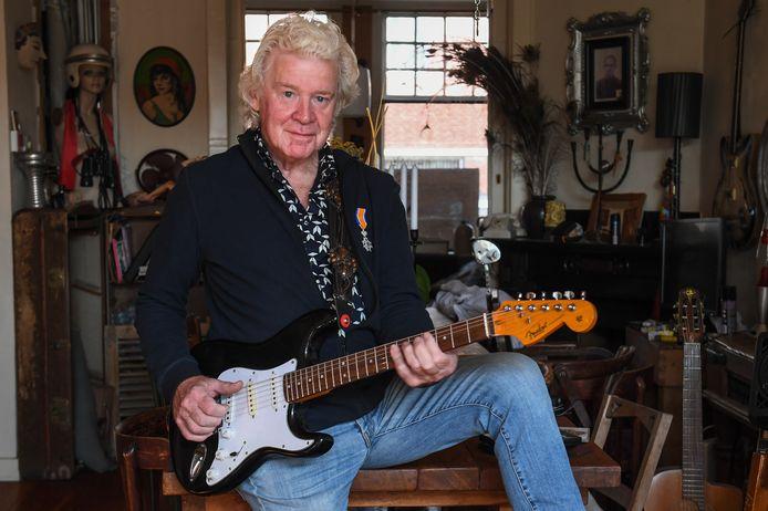 Een lintje voor Cor Timmer, bluesmuzikant en al vierendertig jaar drijvende kracht achter het jaarlijkse Nobo's Blues Festival.