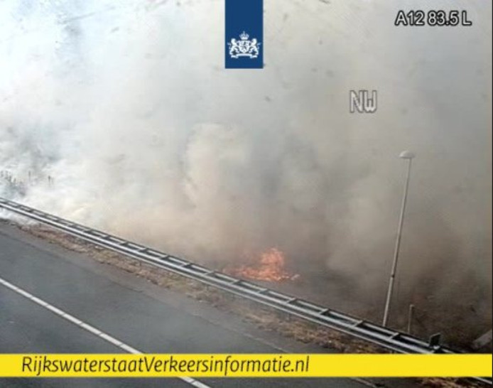 Grote bermbrand A12