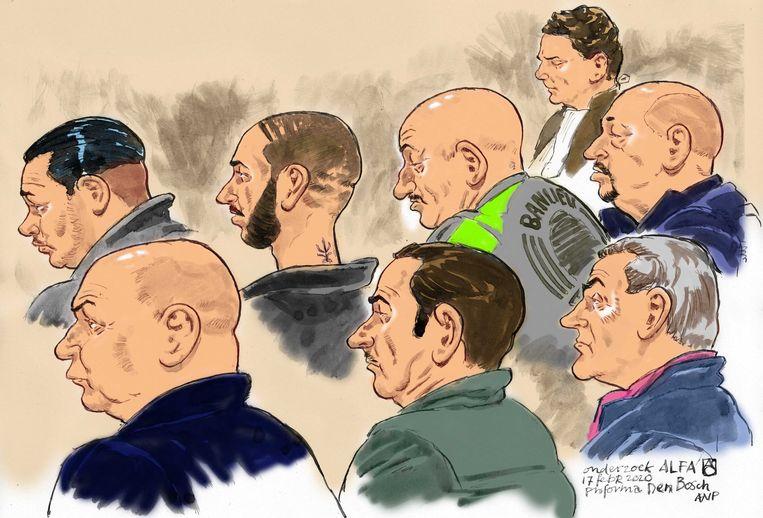 Rechtbanktekening van een zitting in februari. Boven, van links naar rechts: Martien N., Anton R., Toon R., advocaat Jan-Hein Kuipers en Martien R. Onder, van links naar rechts: Siebren M., Frank L. en Anton M. Beeld ANP