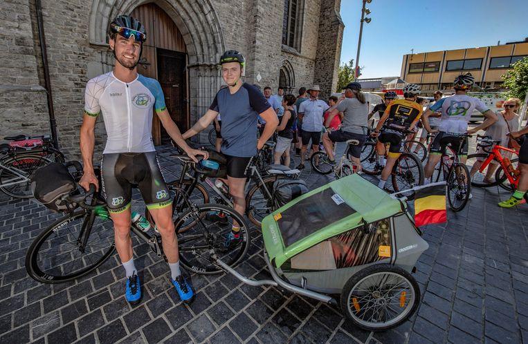Thibaut Taelman  en Jeroen Vanbellegem fietsen naar de Noordkaap voor het goede doel.
