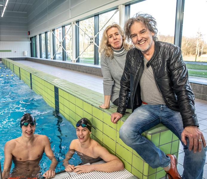 Familie Van der Pal verhuisde vanwege het hoge zwemniveau van de beide zoons. ,,Het is een offer en een verlichting.''