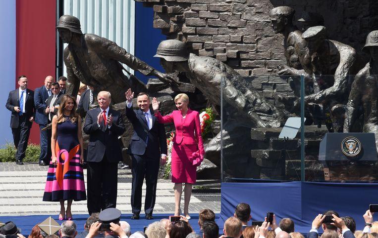 Trump en zijn echtgenote Melania in Warschau samen met de Poolse president Andrzej Duda en zijn echtgenote.