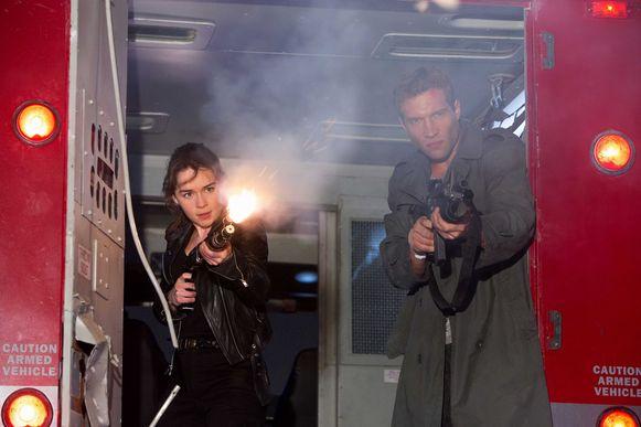 Emilia Clarke met tegenspeler Jai Courtney in Terminator Genisys