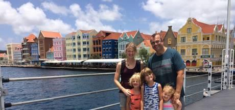 Op Curaçao raken ze snel in paniek, ziet Berry Mom uit Gendt