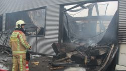 """Brandweerman (41) opgeroepen om eigen bedrijf mee te blussen: """"Knop omdraaien en professioneel blijven"""""""