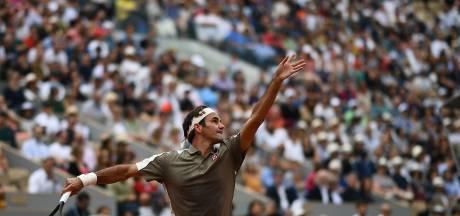 Federer heeft het één set lastig met Sonego