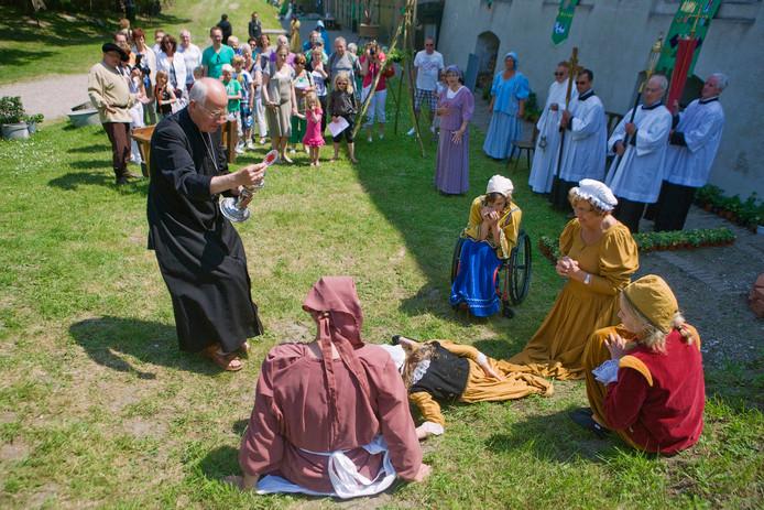 Aan 'De Moerdijkse Canon Levensecht' werkten in 2013 veel verenigingen aan mee.