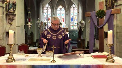 Kerken houden deuren gesloten, maar YouTube-vieringen van priester Maarten blijken schot in de roos