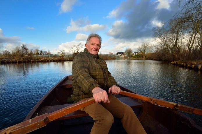 57fc365000d Gerrit Brouwer op zijn favoriete plekje in Noorden: het water achter zijn  ouderlijk huis.