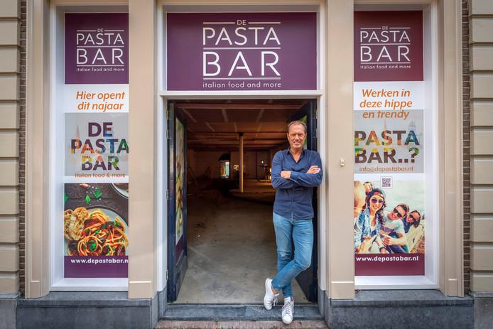 Bekende Wouwenaar en ondernemer Frenk Theuns begint een nieuw restaurant in Wouw, de Pastabar.