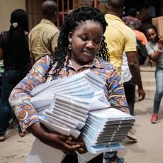 Weinig hoop bij Nigerianen bij tweede poging verkiezingen: 'Een verlicht dictator, dat zou goed zijn'