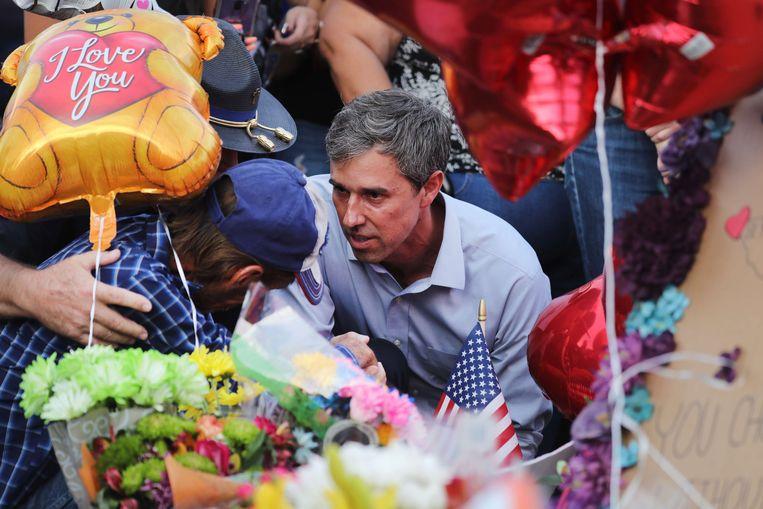 Basbo met de democratische presidentskandidaat Beto O'Rourke. Beeld AFP