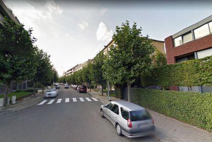 Gemeentearbeiders vinden peutertje op straat: kind was aan aandacht van onthaalmoeder ontsnapt