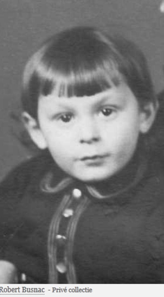 Voor Robert Busnac (1940-1943), zijn vader, moeder, halfbroer en halfzussen worden in Moergestel op 1 mei 'Stolpersteine' gelegd.