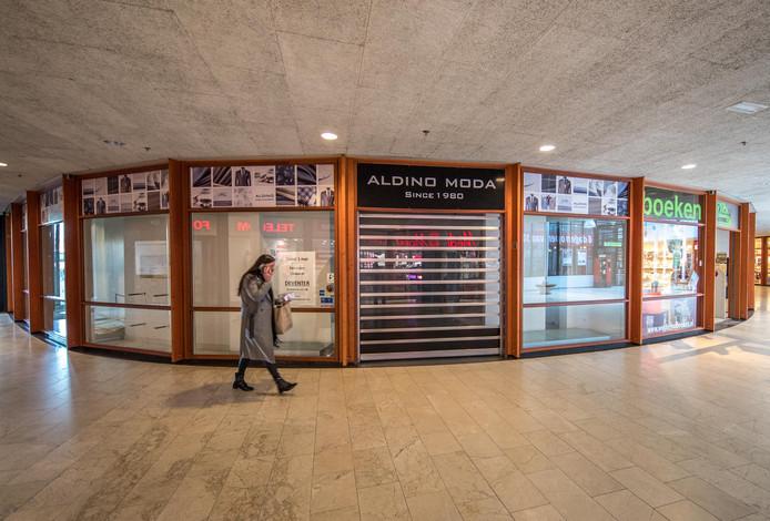 De modezaak in het maagjesbolwerk is al een tijdje weg en nu gaat ook Westerhof verhuizen.  De leegstand is echter van korte duur als het aan de vastgoedeigenaar ligt.