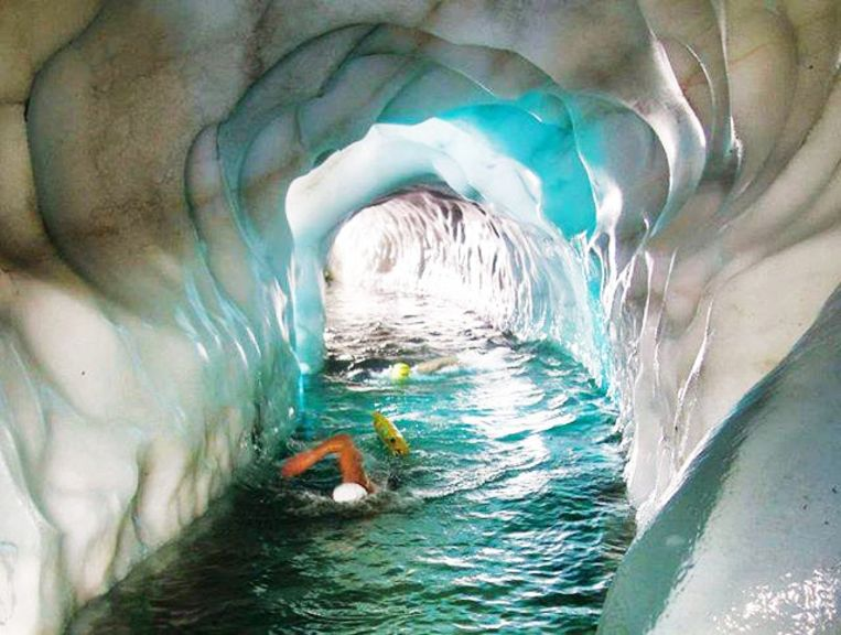 In de Hintertuxer-gletsjer kan je zwemmen onder de skipiste.