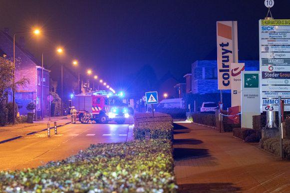 De brandweer kwam ter plaatse na de plofkraak in het bankkantoor van BNP Paribas Fortis in Stabroek.