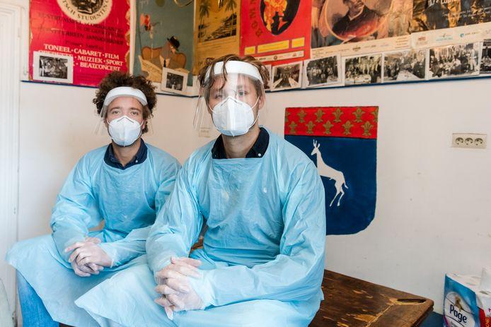 Medisch Studenten Casper Bonapart en Hiddo Laane van Medtester.nl gaan mensen thuis in Utrecht of Zeist testen.