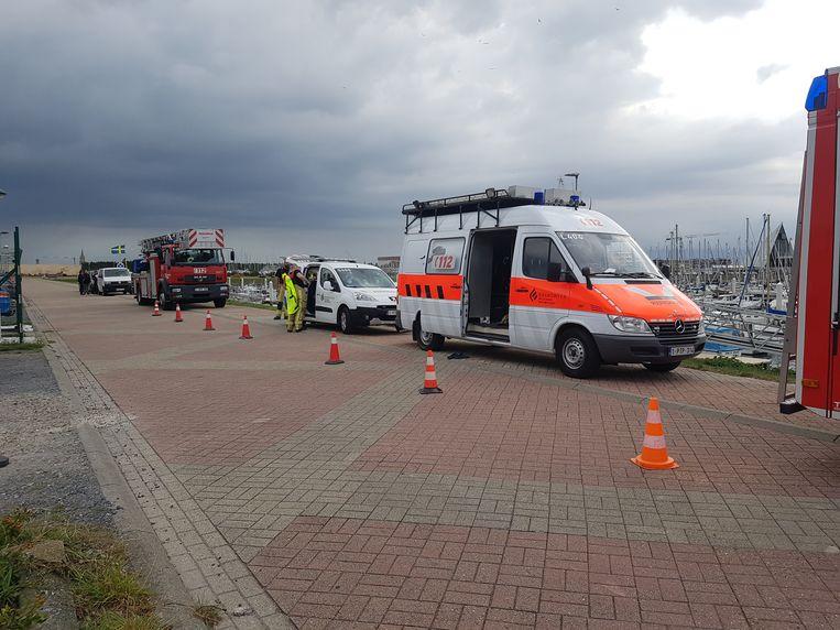 Brandweer, politie, parket, labo, afstappingsteam en wetsdokter zijn ter plaatse.