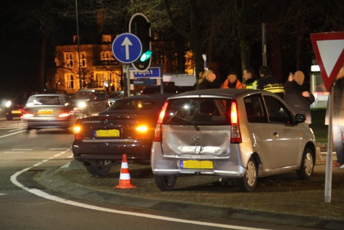 Bij de kop-staartbotsing waren drie auto's betrokken.