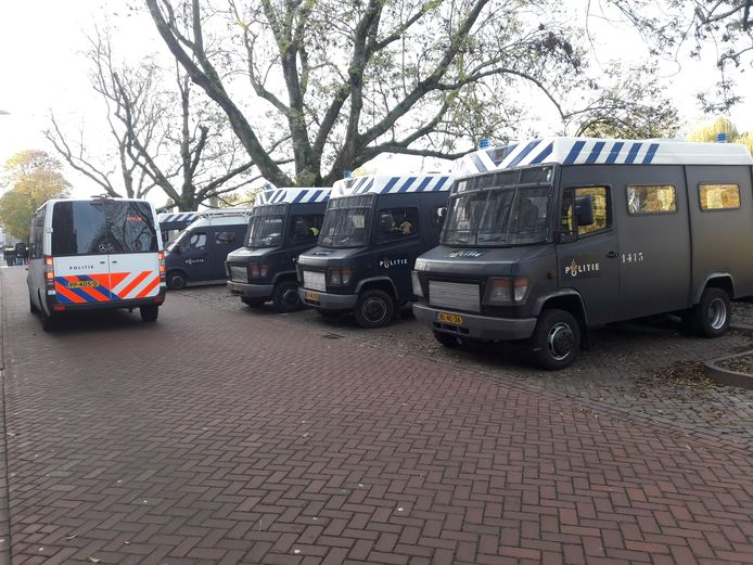 Flink veel ME bij de intocht in Den Bosch.