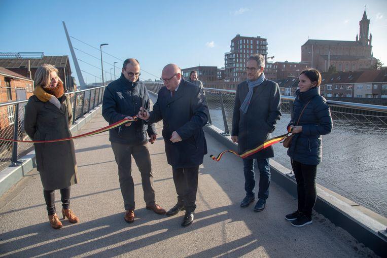 De nieuwefiets en voetgangersbrug en het pleintje aan Kapellendries werden officieel geopend door burgemeester Alain Pardaen en Wim Dauwe, afdelingshoofd van de Vlaamse Waterweg.