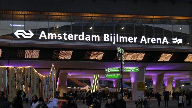 Vanwege verwachte drukte op station Bijlmer Arena wordt aangeraden uit te stappen op Duivendrecht. Beeld anp