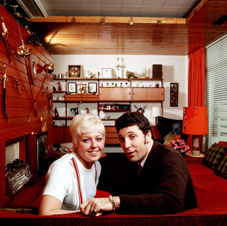 Tom Jones met zijn vrouw Linda Beeld Popperfoto/Getty Images
